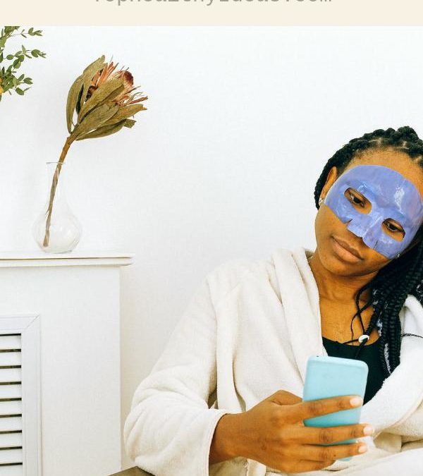 The Pros and Cons of Getting Your Beauty Tips Online